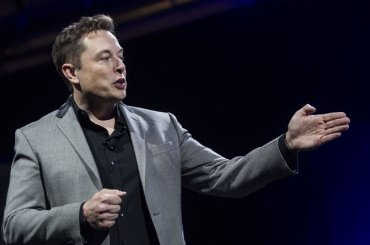 Илон Маск назвал имя первого лунного туриста SpaceX