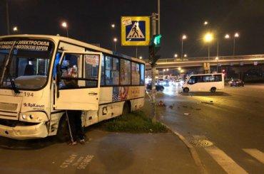 Две маршрутки столкнулись устанции «Купчино»