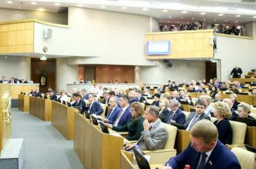 Депутат бутылкой голосовал запенсионную реформу вместо другого депутата