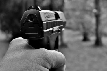 Пьяному прохожему выстрелили вглаз натрамвайной остановке вКупчине