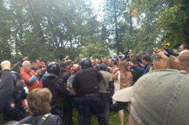 Полиция задержала еще одного участника митинга