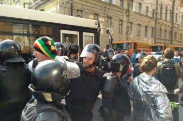 Задержанных 9сентября активистов встречают изСИЗО сшариками