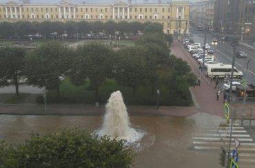Уплощади Ленина забил мощный фонтан