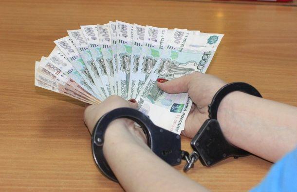 Судебного пристава вПетербурге задержали завзятку в200 тысяч рублей