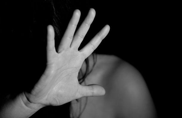 Мужчина изнасиловал прохожую устанции метро «Ленинский проспект»