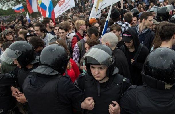 Смольный предлагает протестующим митинговать вкинотеатрах