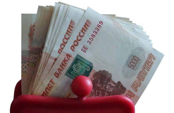 Богач вмаске раскидал 50 тыcяч рублей уГостиного Двора