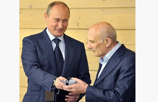 Книгу отренере Путина передадут вСПбГУ