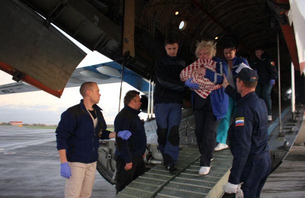 Санитарный борт МЧС доставил налечение вПетербург семерых пациентов