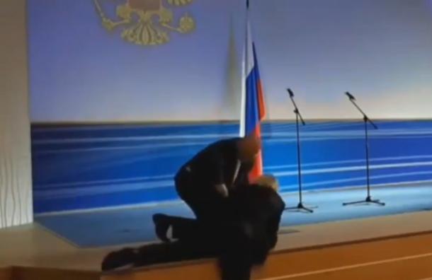 Жириновский упал вовремя инаугурации губернатора Владимирской области