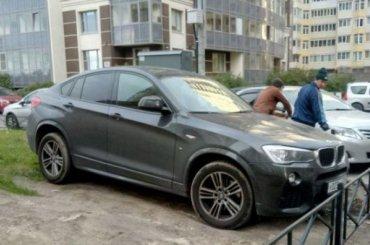НаЛенинском заблокировали любителя парковаться нагазоне