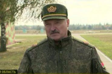 Лукашенко пообещал дать каждому белорусу оружие наслучай войны