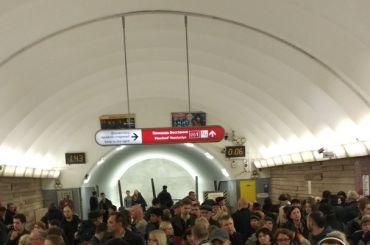 Метро «Площадь Восстания» закрыли для пассажиров