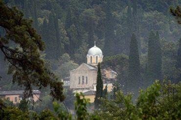РПЦ напомнила прихожанам, что они несмогут молиться вхрамах Афона
