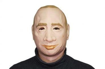 Петербургский активист требует отполиции вернуть маску Путина