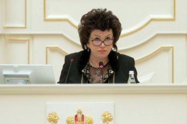 Парламент Петербурга просит Путина защитить Юлию Шик