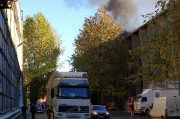 Сильный пожар вцехе Кировского завода потушили