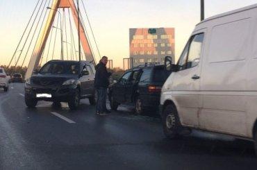 Восемь ДТП остановили движение напроспекте Александровской фермы