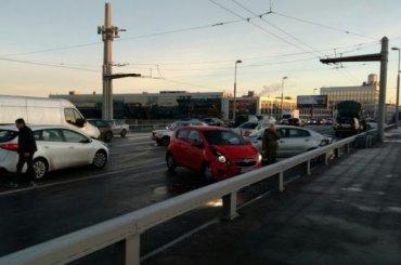 День жестянщика: ДТП наКантемировском мосту собрало 12 автомобилей