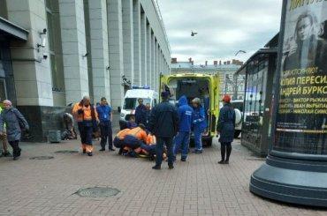 Упавший нарельсы пассажир остановил движение накрасной ветке метро
