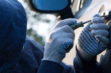 Полиция разыскивает похищенный вПетербурге «Кадиллак» за7 млн рублей