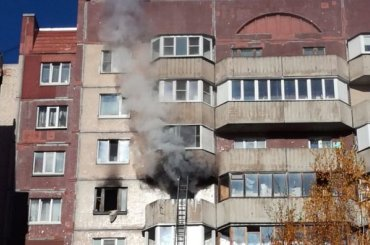 Пожарные тушили квартиру наКамышовой