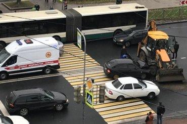 Барецкий на«Приоре» протаранил трактор вПетербурге