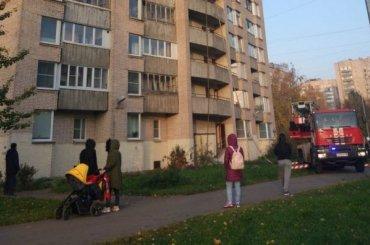 Спасатели эвакуировали 22 человека изгорящего дома наТоварищеском