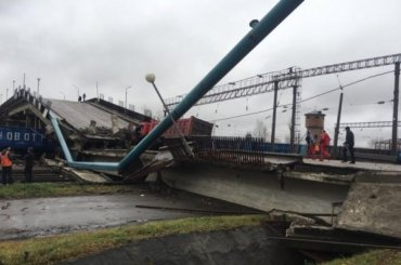 Виадук сгрузовиком частично обрушился нажелезнодорожные пути вПриамурье