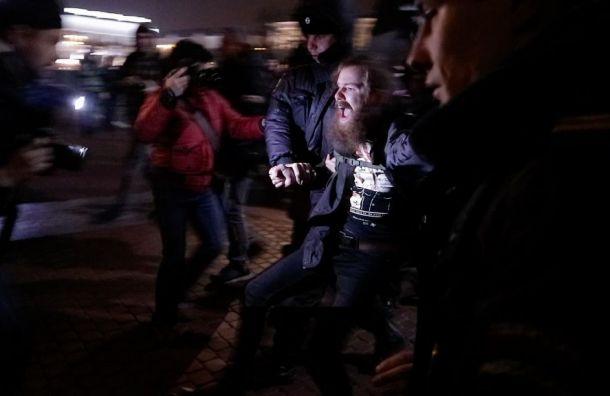 «Ильич проснись, Беглов охренел»: митингующие собрались около Финляндского вокзала