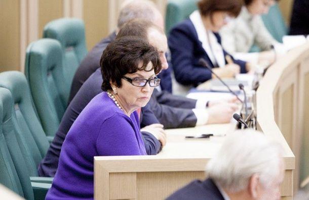Блокадница потребовала «гнать вшею» сенатора Лахову