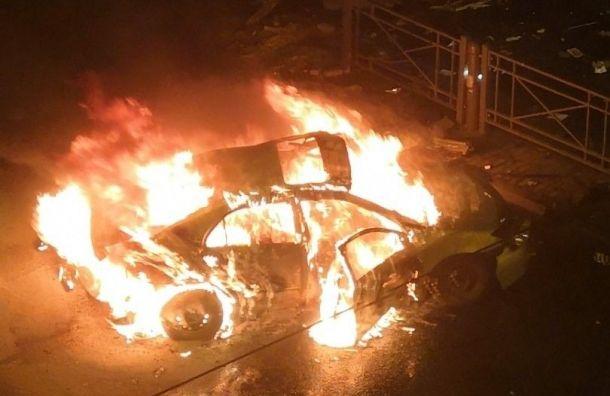 Два человека заживо сгорели виномарке наЛиговском проспекте