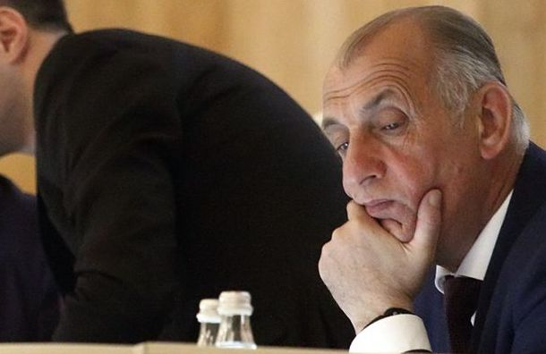 Муниципал заявил, что его избил депутат-единоросс изЗакСа