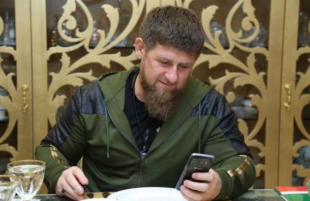 Кадыров вернулся вInstagram cпризнанием влюбви кпистолету