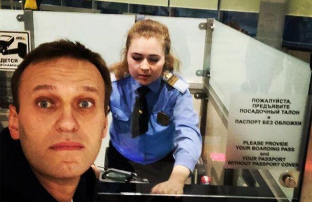 Навальный улетел вСтрабург совторой попытки