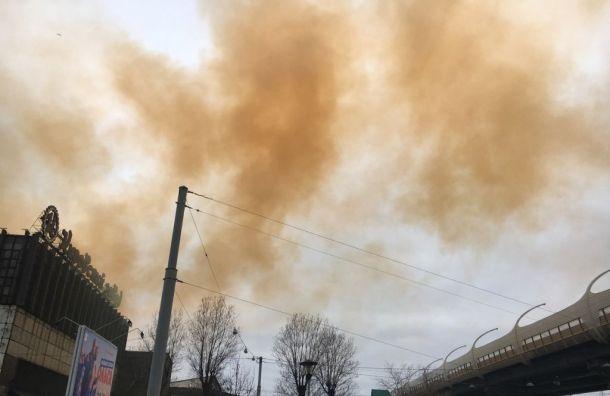 Петербуржцы пожаловались наоранжевый дым с«Петростали»