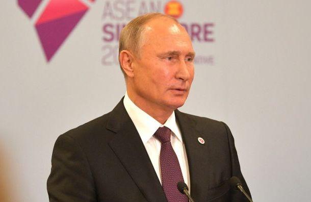 Песков рассказал, чем Путин занимается вовремя долгих перелетов