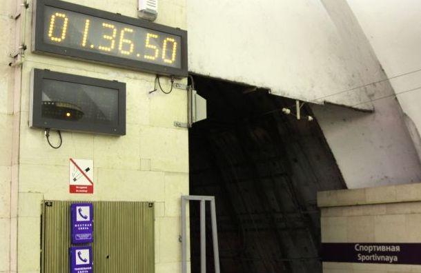 Ночной поезд метро отменили вгородской подземке