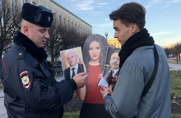 Активиста оправдали закартонную Бузову сфото Беглова иПолтавченко
