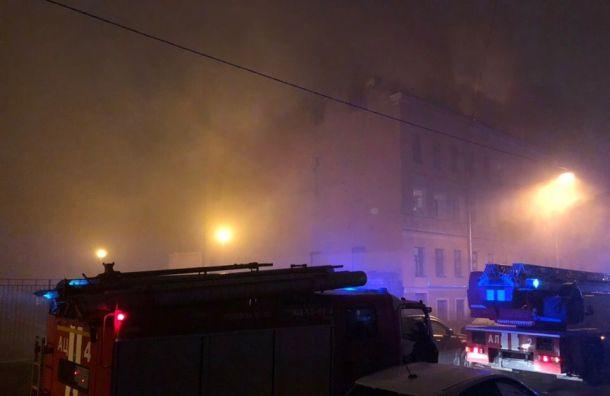 Климов переулок охватил дым из-за крупного пожара