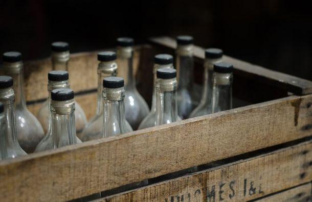 Нелегальный алкоголь обнаружили около кладбища наюге Петербурга