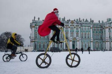 Несколько тысяч Дедов Морозов пробегут вцентре Петербурга