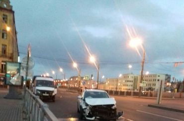 НаОбводном канале столкнулись «Газель» илегковушка