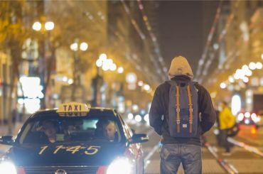 Задержан юноша, напавший натаксиста напроспекте Стачек
