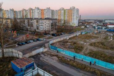 Разбитую дорогу вЛенсоветском закрыли для жителей поселка