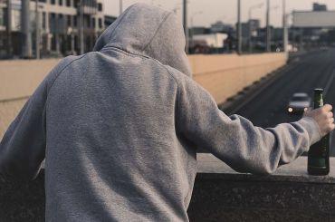 Подростка стяжелым отравлением увезли изгимназии вПетербурге