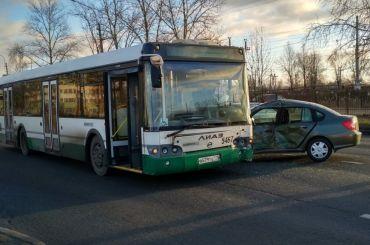 Автомобилист наимномарке пострадал вДТП савтобусом