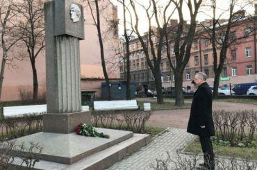 Беглов почтил память Старовойтовой