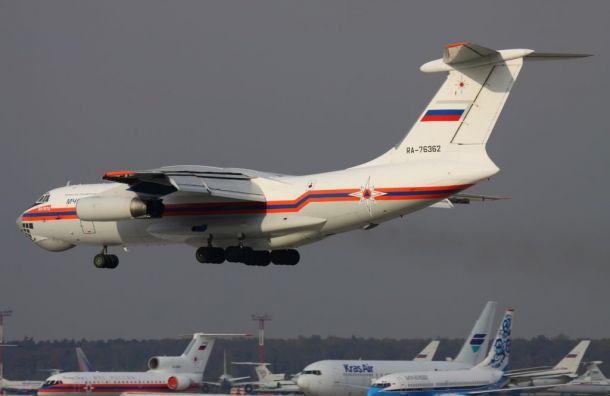 Самолет МЧС доставил вПетербург налечение троих детей
