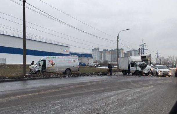НаКубинской улице столкнулись «Газель» имикроавтобус